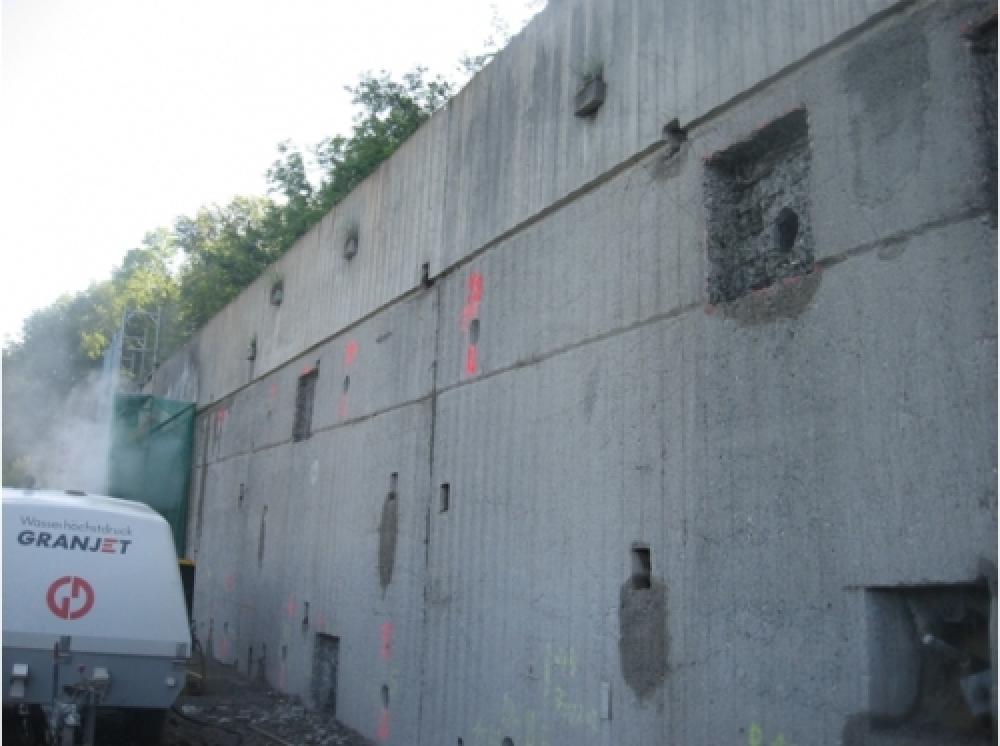 Image N12 Motorway, retaining wall