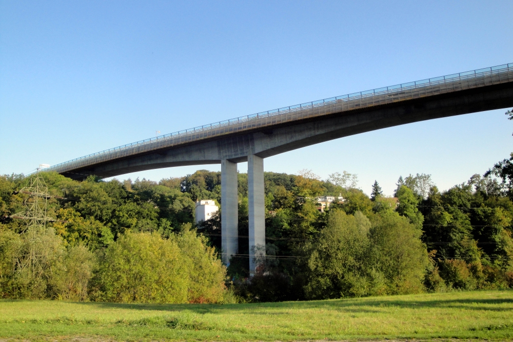 Image Tangential highway of Bern SHM of the Felsenau viaduct